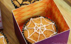 Halloweenowe babeczki z pajęczynką