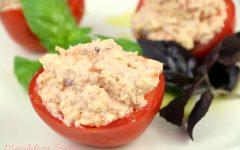 Pomidory faszerowane pastą szynkowo-serową
