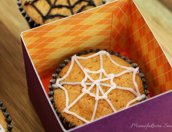 Halloweenowe babeczki z pajęczynką - babeczki waniliowe