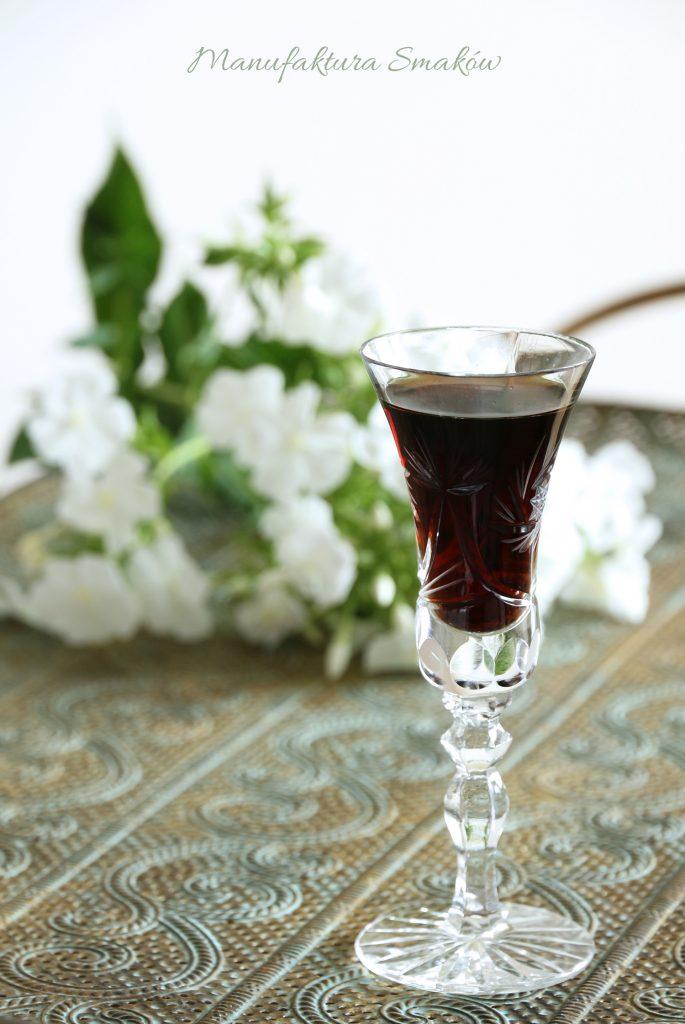 Orzechówka (lecznicza nalewka z orzacha włoskiego)